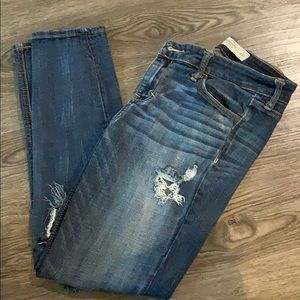 Distressed boyfriend jeans Abercrombie and Fitch